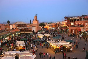 Marrakech, place Jemaa-El-Fna (source routard)